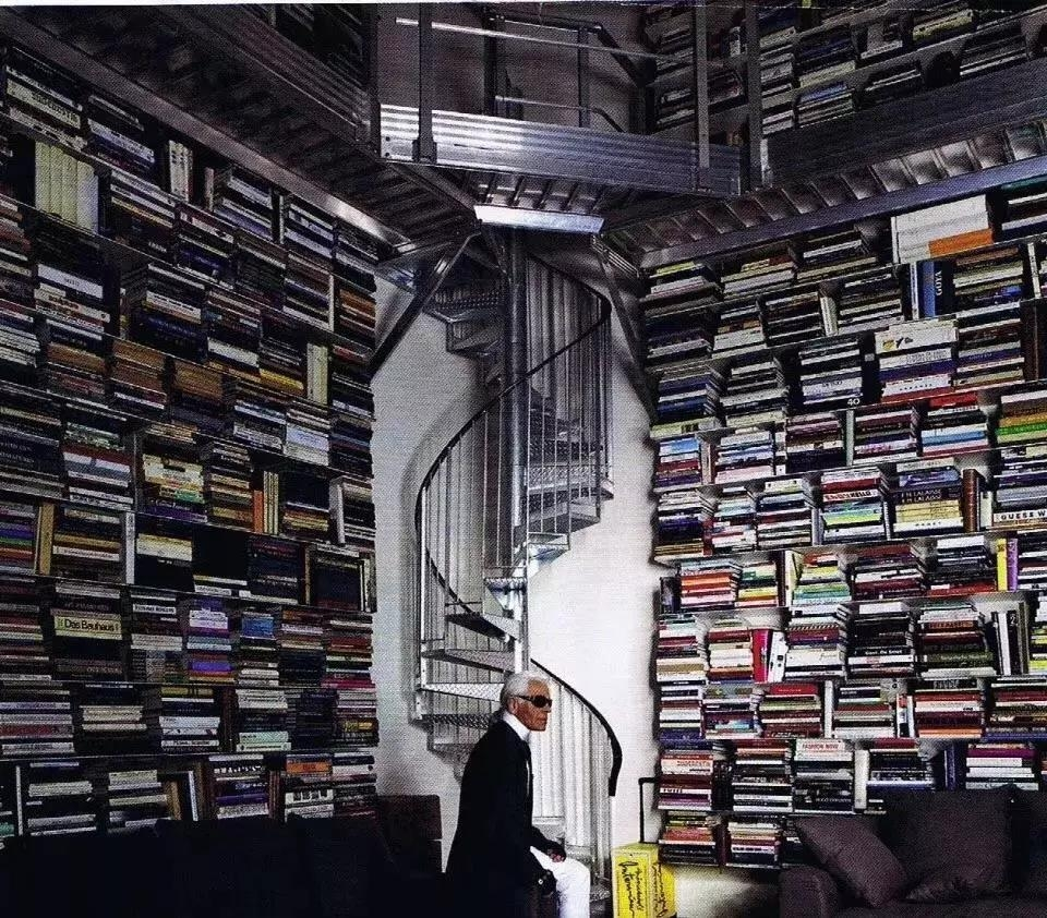 Karl Lagerfeld and his bokks library
